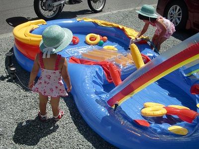 レインボーリングプレーセンター,水入れは子どもの遊びついでにやらせる